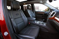 2011 Jeep Grand Cherokee front seats