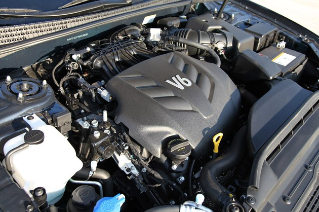 2011 Hyundai Azera Limited engine