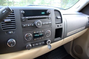 2011 GMC Sierra 3500HD SLE stereo and HVAC controls