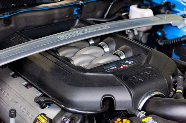 2011 Ford Mustang GT Convertible engine