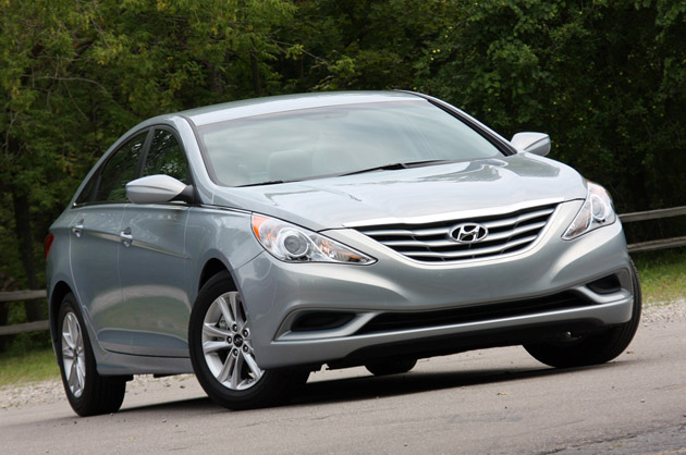 report hyundai sonata overtakes nissan altima for third in mid size segment. Black Bedroom Furniture Sets. Home Design Ideas