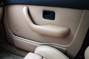 1988 BMW M5 door interior