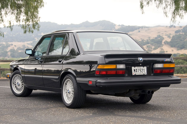 1988 BMW M5 rear 3/4 view