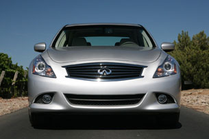 2011 Infiniti G25, front view
