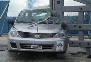 2011 Nissan Versa pole crash test