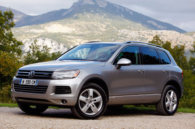 first drive 2011 volkswagen touareg hybrid. Black Bedroom Furniture Sets. Home Design Ideas