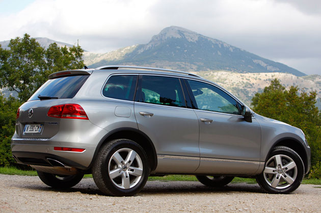 first drive 2011 volkswagen touareg hybrid autoblog. Black Bedroom Furniture Sets. Home Design Ideas