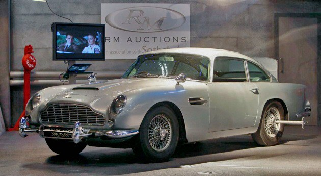 james bond 39 s aston martin db5 sells for 4 6 million. Black Bedroom Furniture Sets. Home Design Ideas