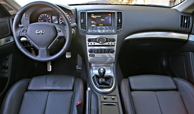 2011 Infiniti IPL G Coupe interior