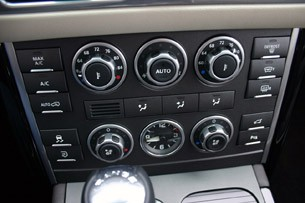 2011 Land Rover Range Rover Supercharged climate controls