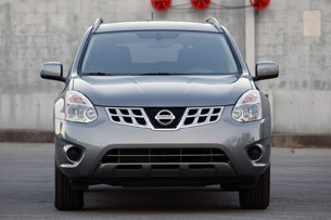 2011 Nissan Rogue front view
