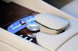 2011 Mercedes-Benz CL63 AMG media controls