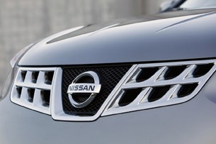 2011 Nissan Rogue grill