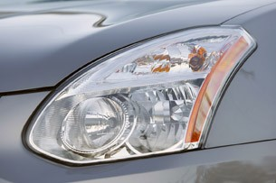 2011 Nissan Rogue headlight