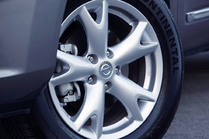 2011 Nissan Rogue wheel