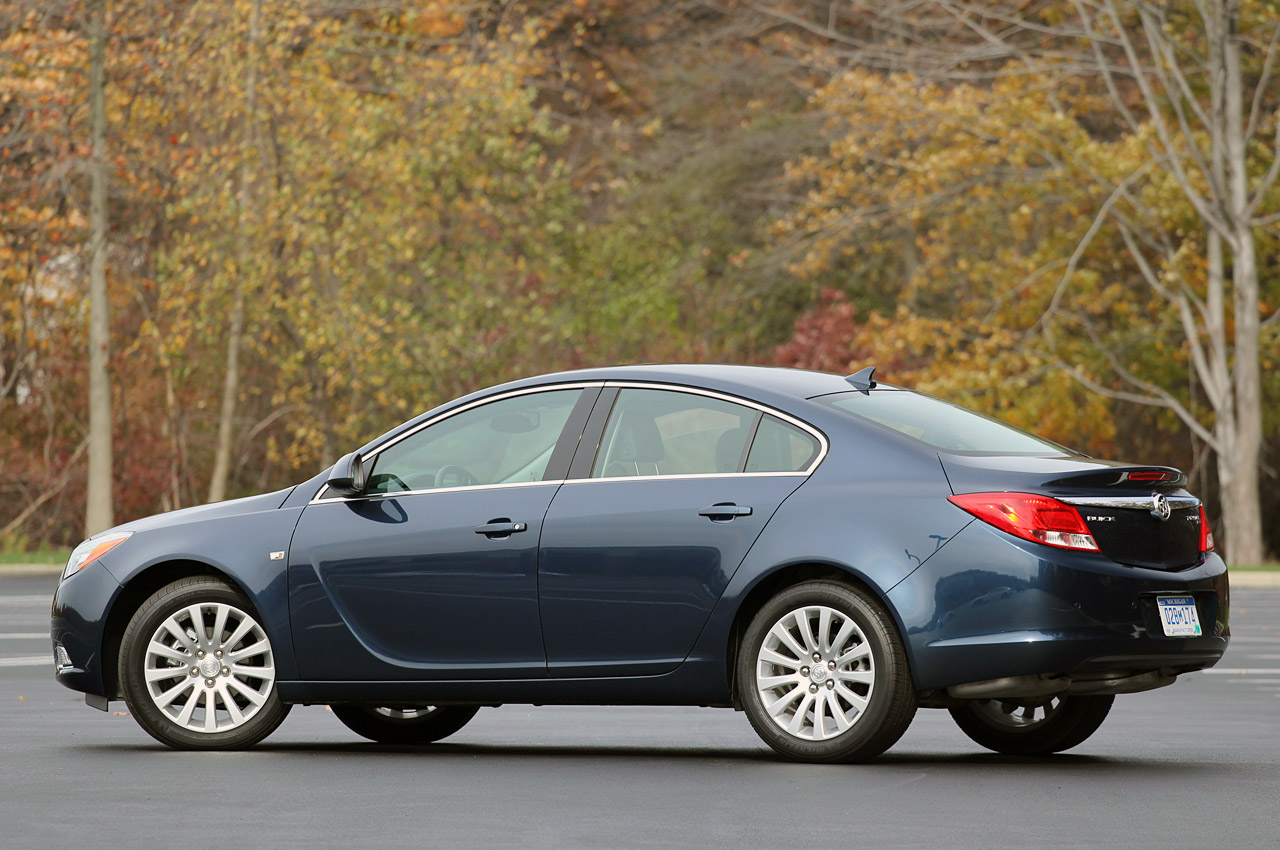 2013 buick regal gets standard eassist automatic option. Black Bedroom Furniture Sets. Home Design Ideas
