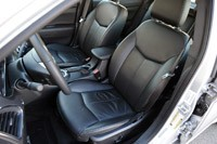 2011 Chrysler 200 front seats