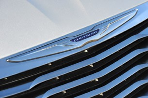 2011 Chrysler 200 emblem