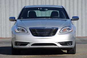 2011 Chrysler 200 front view
