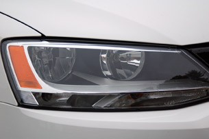 2011 Volkswagen Jetta headlight