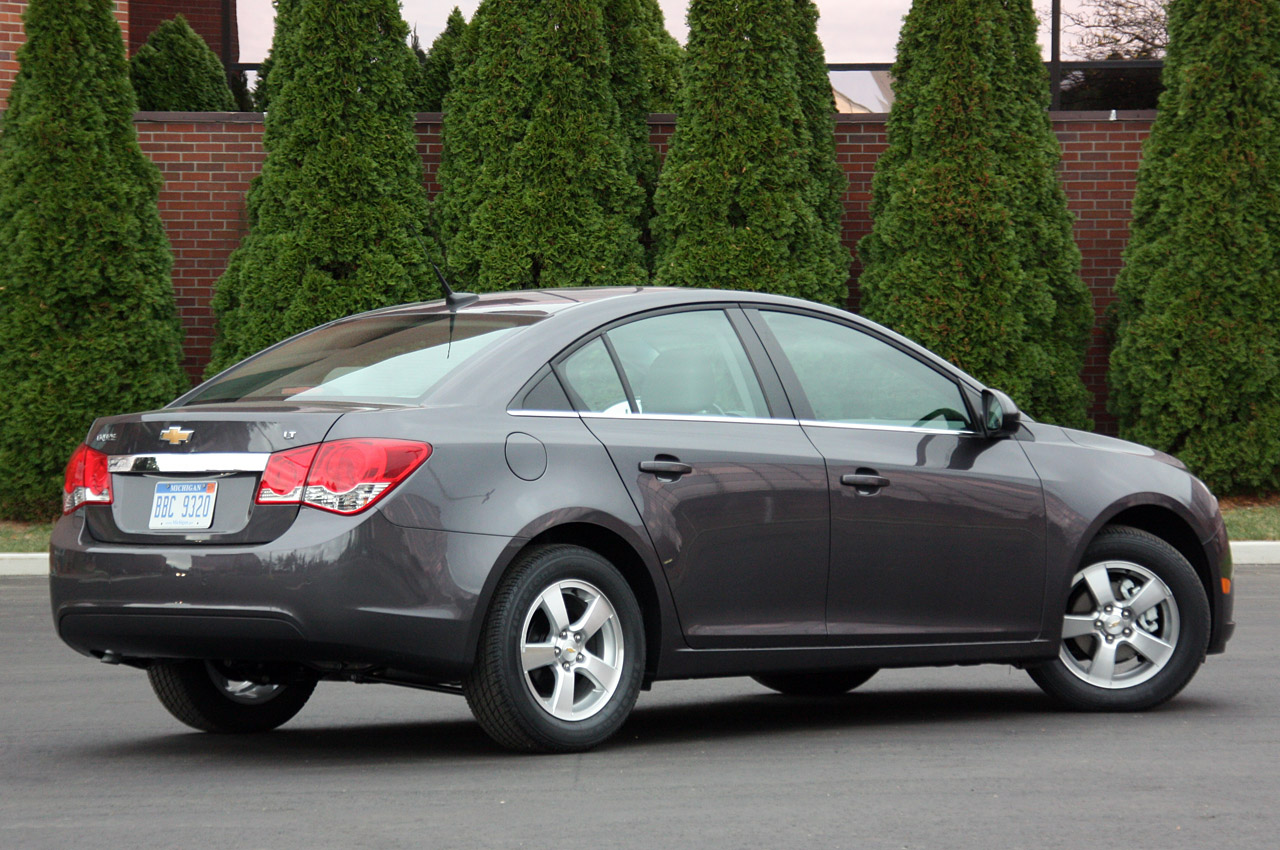 2011 Chevrolet Cruze 1lt Review Photo Gallery Autoblog