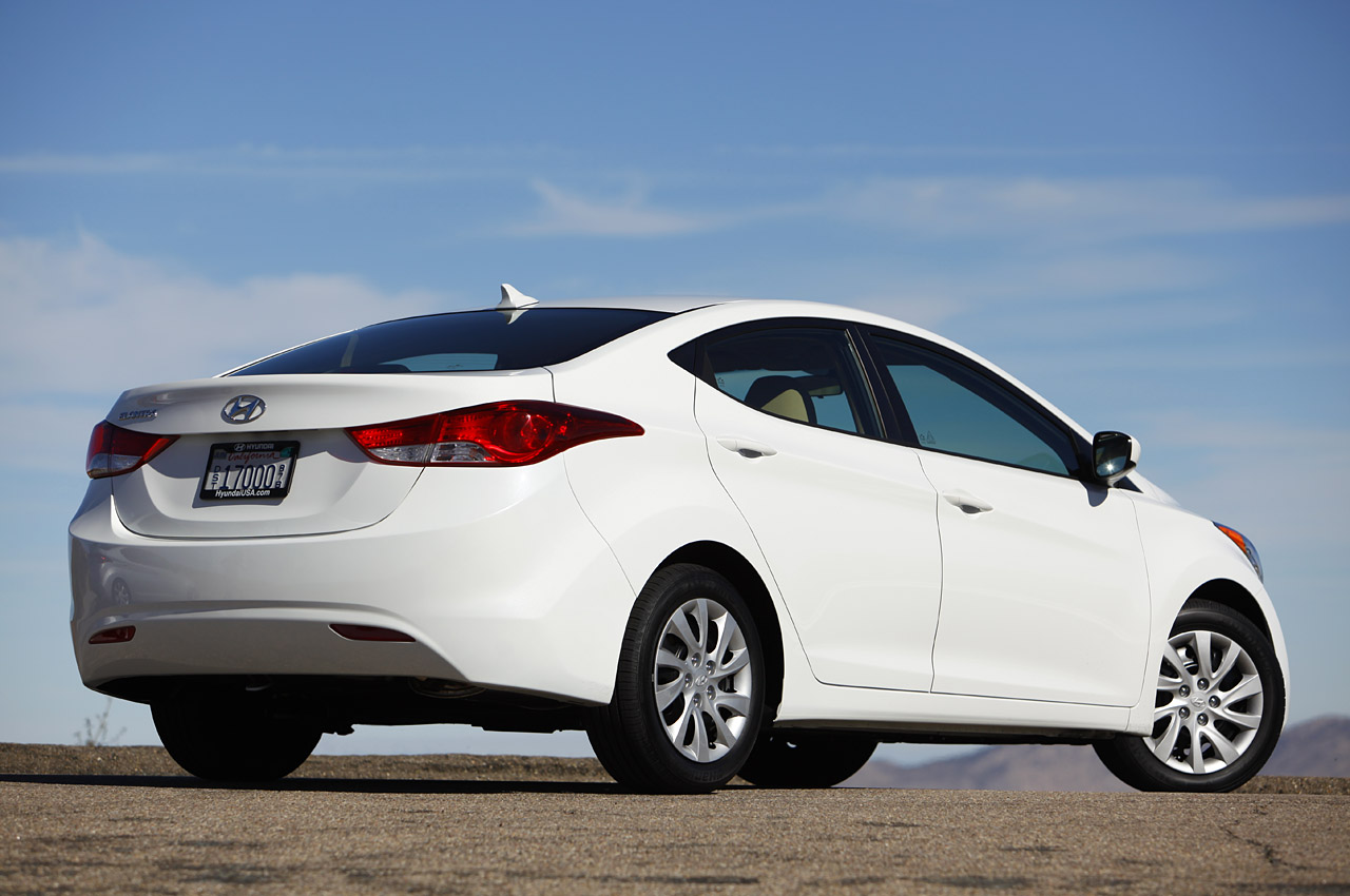 2011 hyundai elantra first drive photo gallery autoblog. Black Bedroom Furniture Sets. Home Design Ideas