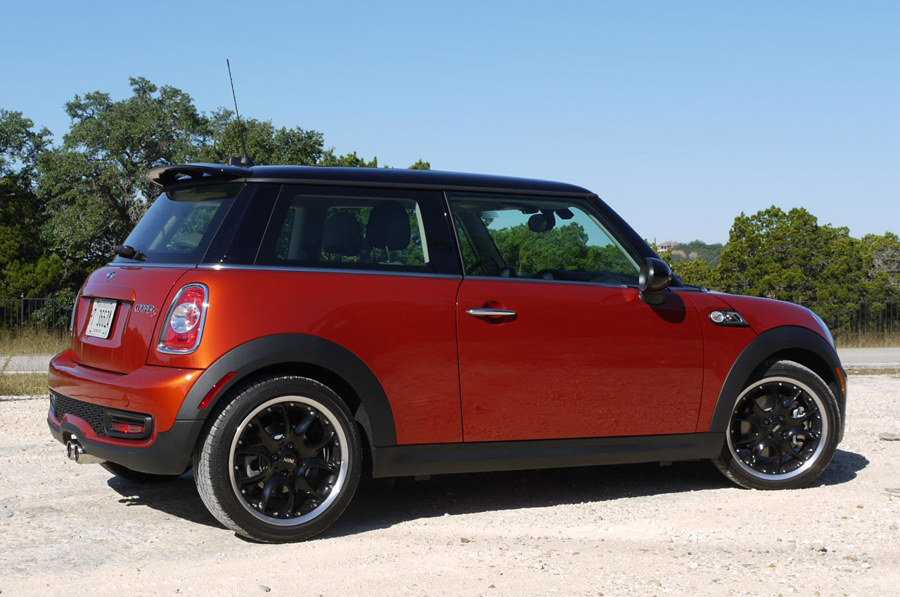 2011 mini cooper first drive photo gallery autoblog. Black Bedroom Furniture Sets. Home Design Ideas