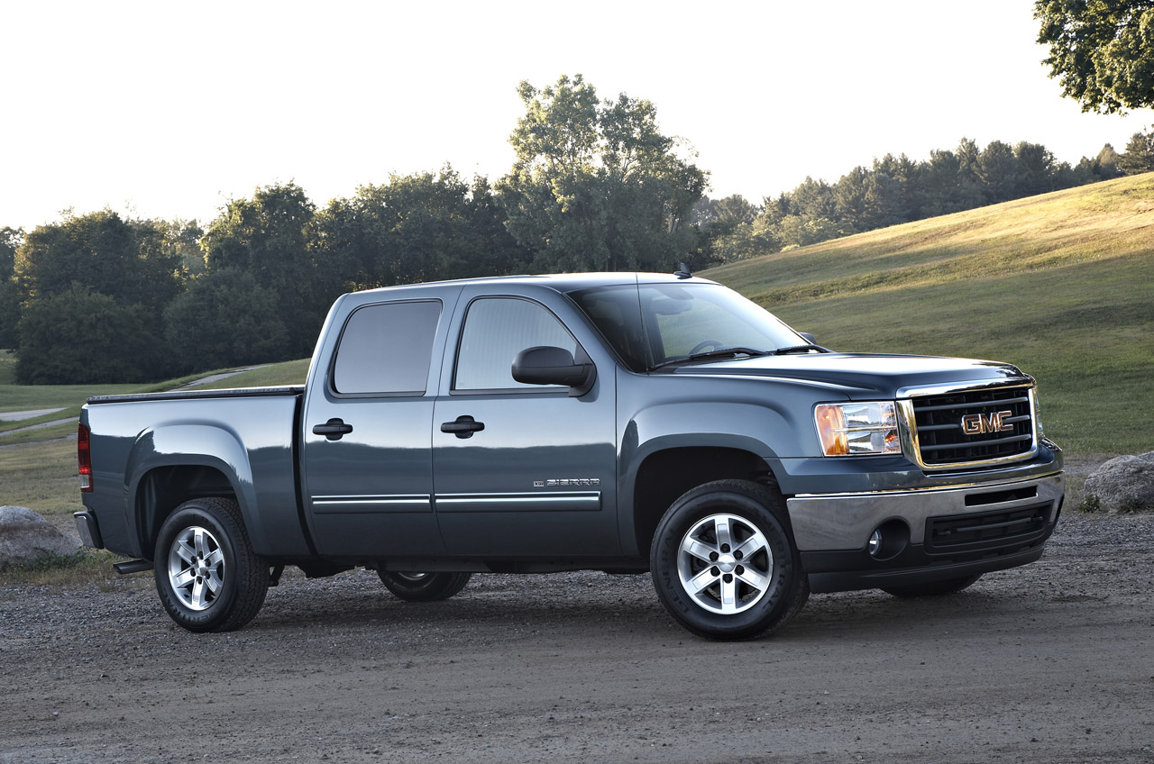 next gen chevrolet silverado and gmc sierra coming in 2013 autoblog. Black Bedroom Furniture Sets. Home Design Ideas