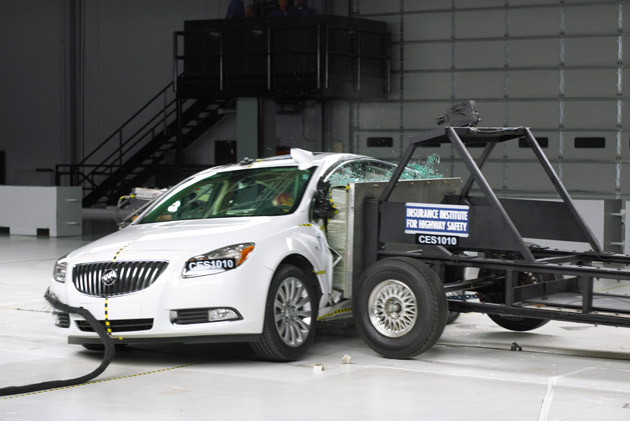 2011 Buick Regal Crash Test