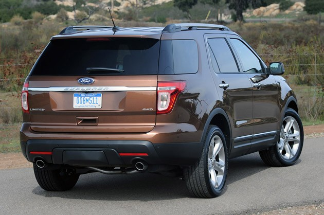 2011 Ford Explorer rear 3/4 view