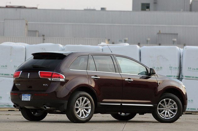 2011 Lincoln MKX rear 3/4 view