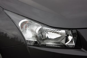 2011 Chevrolet Cruze 1LT headlight