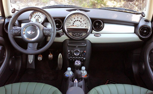 2011 Mini Cooper interior