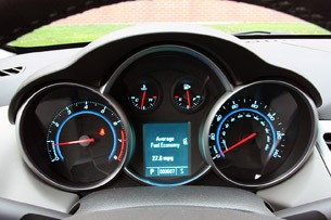 2011 Chevrolet Cruze 1LT gauges