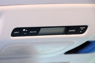 2011 Nissan Quest rear climate controls
