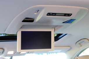 2011 Nissan Quest rear television