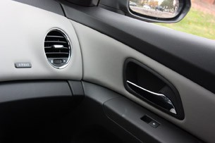 2011 Chevrolet Cruze 1LT door panel