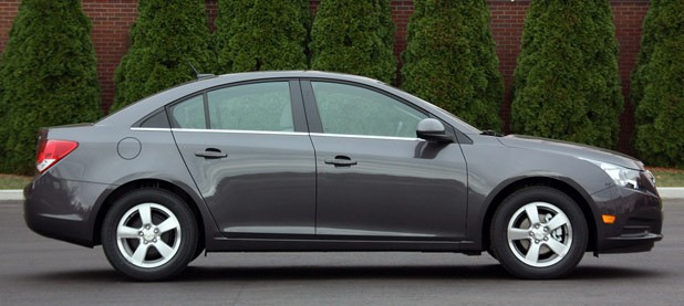 2011 Chevrolet Cruze 1LT side view