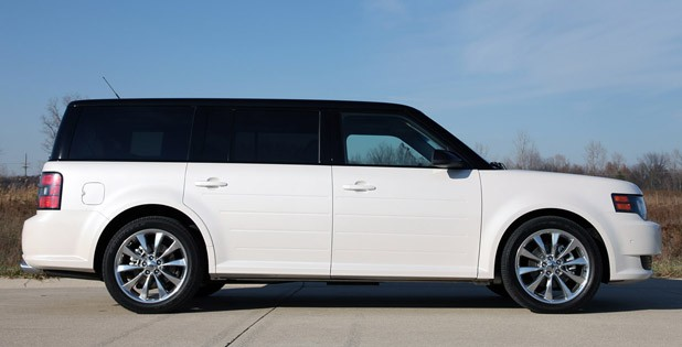 2011 Ford Flex Titanium side view
