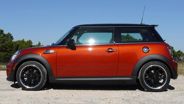2011 Mini Cooper side view