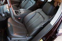 2011 Lincoln MKX front seats