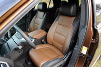 2011 Ford Explorer front seats