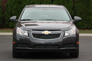 2011 Chevrolet Cruze 1LT front view