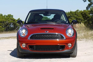 2011 Mini Cooper front view