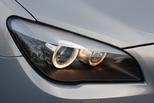 2010 BMW 760Li headlight