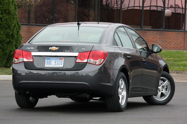 2011 Chevrolet Cruze 1LT rear 3/4 view