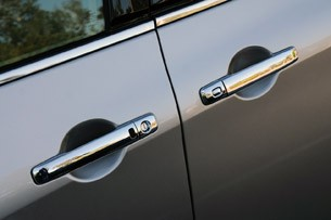 2011 Nissan Quest door handles