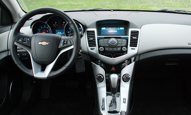 2011 Chevrolet Cruze 1LT interior