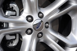 2011 Ford Explorer wheel