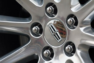 2011 Lincoln MKX wheel detail